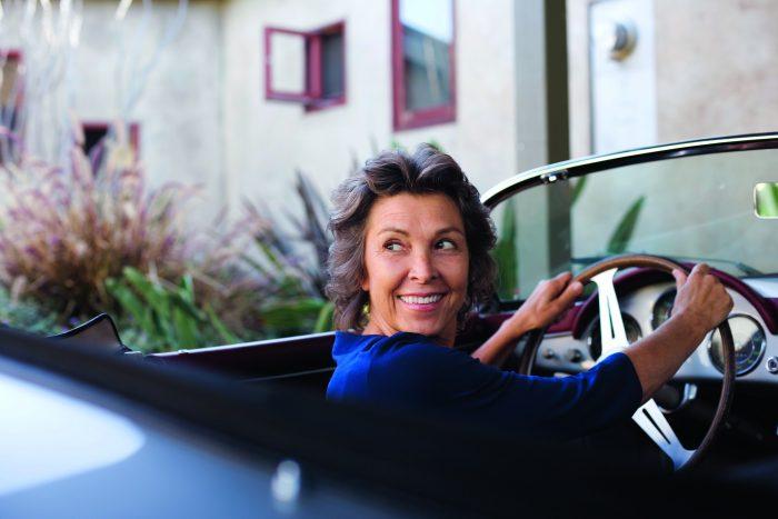 Stockholms Ögonklinik kvinna vid ratt